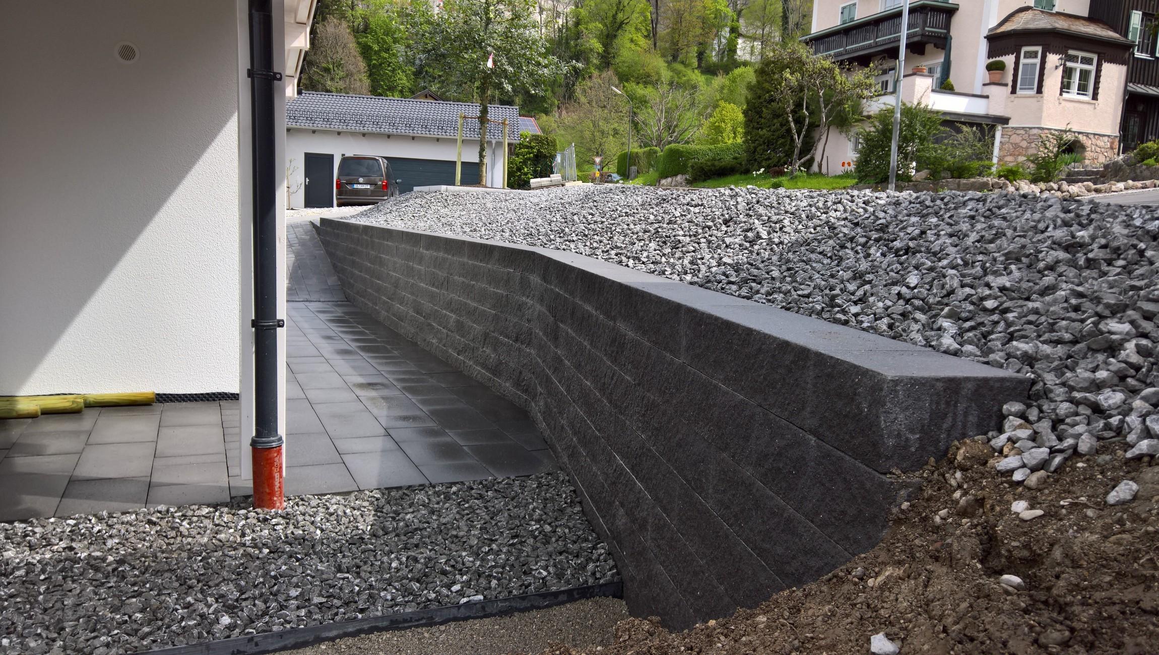 Mauerbau mit Betonsteinen